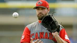 Eric Gagne, pitching for Team Canada, warms