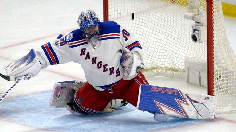New York Rangers goalie Henrik Lundqvist fails to