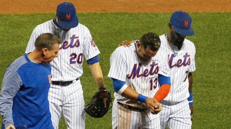 Asdrubal Cabrera of the New York Mets walks