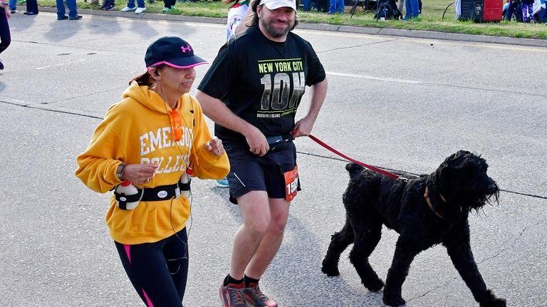 A man runs the half-marathon with his dog