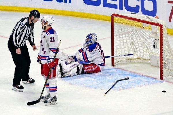 New York Rangers goalie Henrik Lundqvist (30) and