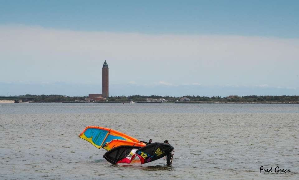 Surf kiters getting ready for some extreme kiting