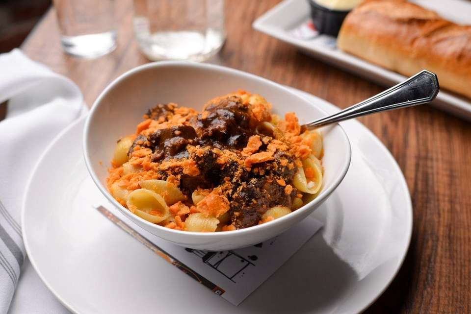 Short-rib mac-and-cheese with Cheez-Its crumbles on top is