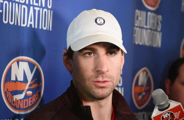 Islanders' Tavares on the mend after hand surgery