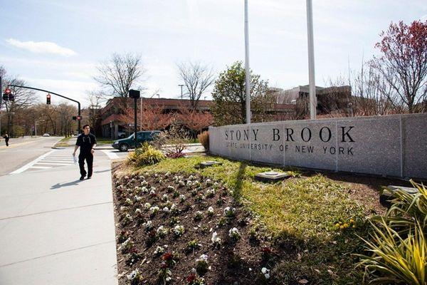 The entrance to the Stony Brook University campus