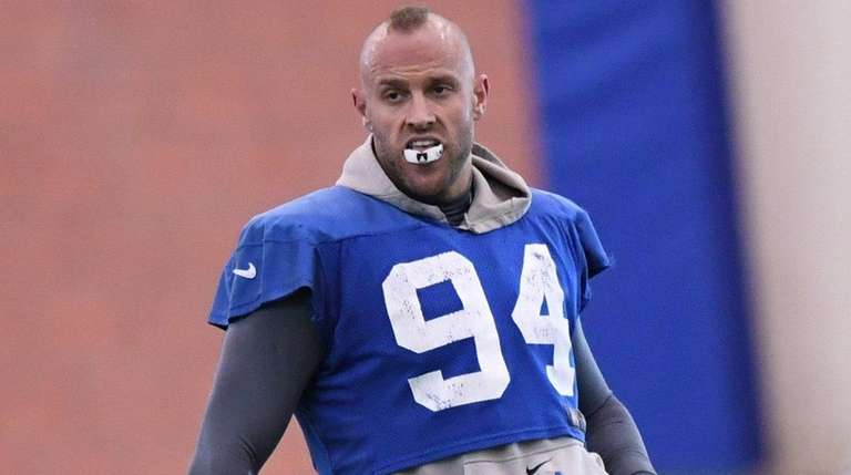 New York Giants outside linebacker Mark Herzlich stretches