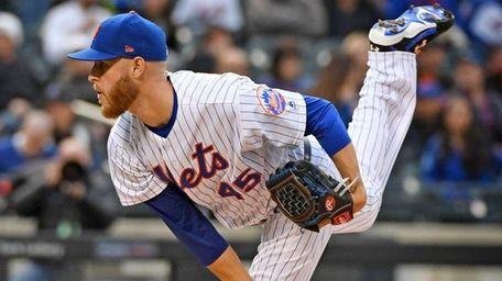 New York Mets pitcher Zack Wheeler throws in