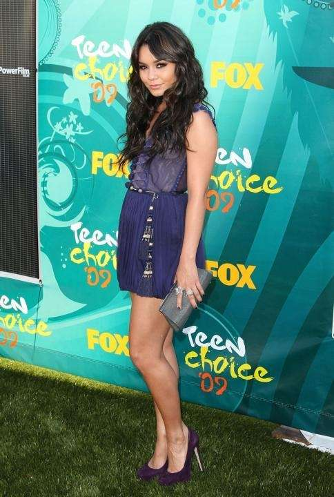 Actress Vanessa Hudgens arrives at the 2009 Teen