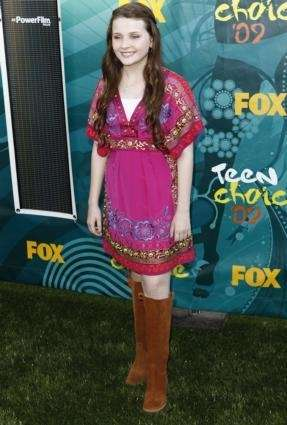 Abigail Breslin arrives at the Teen Choice Awards