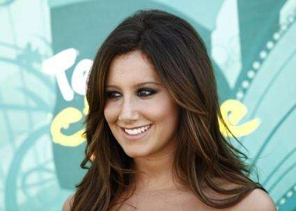 Ashley Tisdale arrives at the Teen Choice Awards