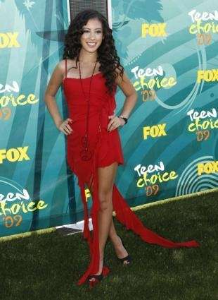Singer Keana Texeira arrives at the Teen Choice
