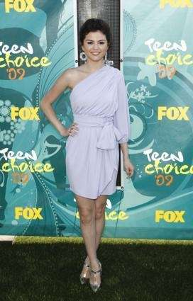 Selena Gomez arrives at the Teen Choice Awards