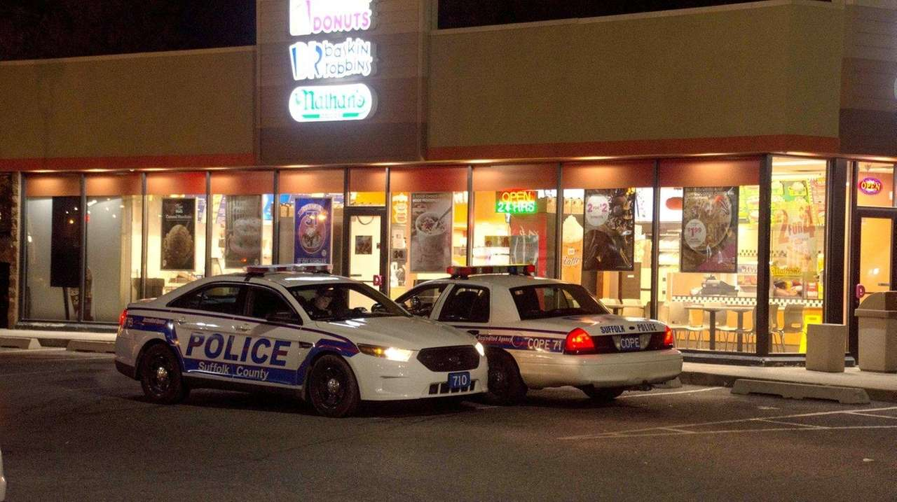 Dunkin\' Donuts in Shirley robbed, Suffolk police say | Newsday