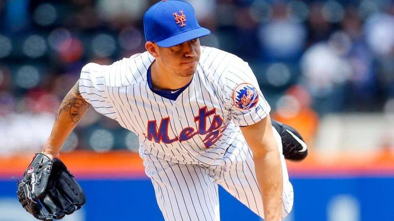 Tommy Milone of the New York Mets pitches