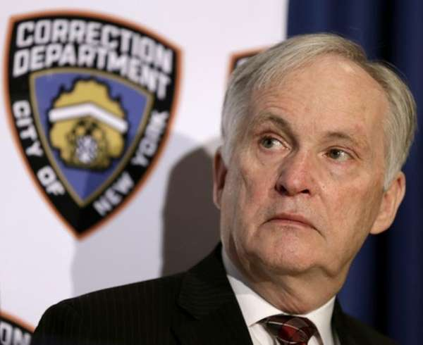 Head of troubled NYC jail system plans to resign
