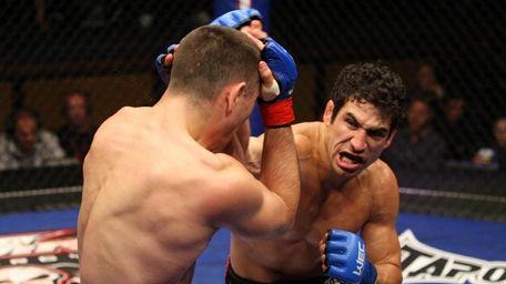 Danny Castillo beat Ricardo Lamas by technical knockout