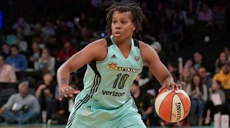 New York Liberty guard Epiphanny Prince controls the