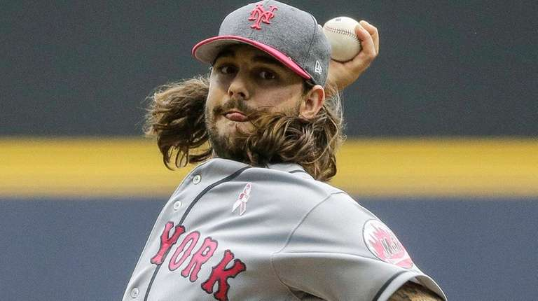 New York Mets' Robert Gsellman pitches to a