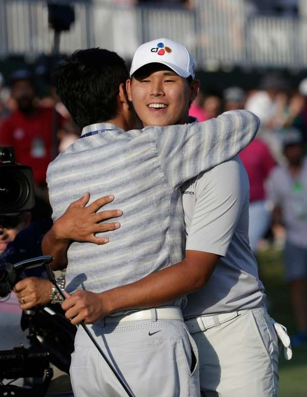 Si Woo Kim of South Korea, right, is