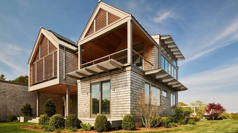 This solar-powered smart home in Montauk's Hither Hills