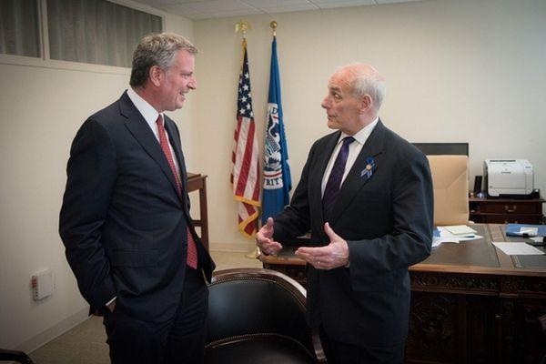 New York City Mayor Bill de Blasio meets