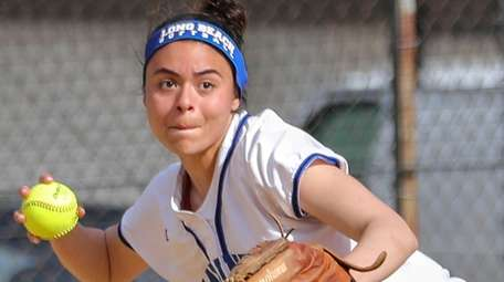 Long Beach's Paulina Cardona lines up her throw
