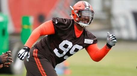 Cleveland Browns' Caleb Brantley works through drills during