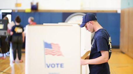 Andrew McShane, 21, of Massapequa, votes in the