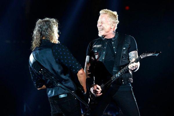 Metallica treats Nassau Coliseum concertgoers to rock ...