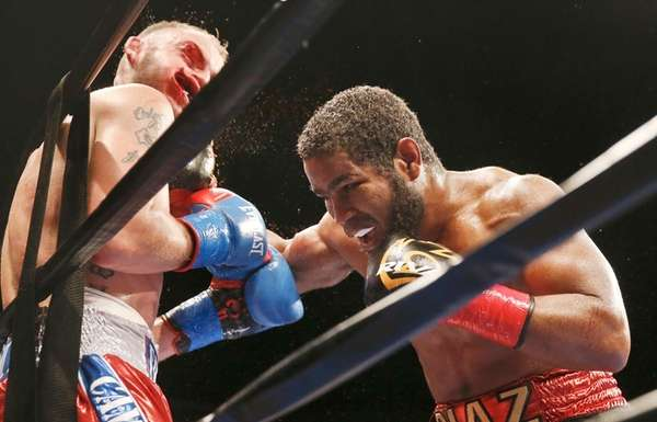 Felix Diaz, right, punches Sammy Vasquez during a