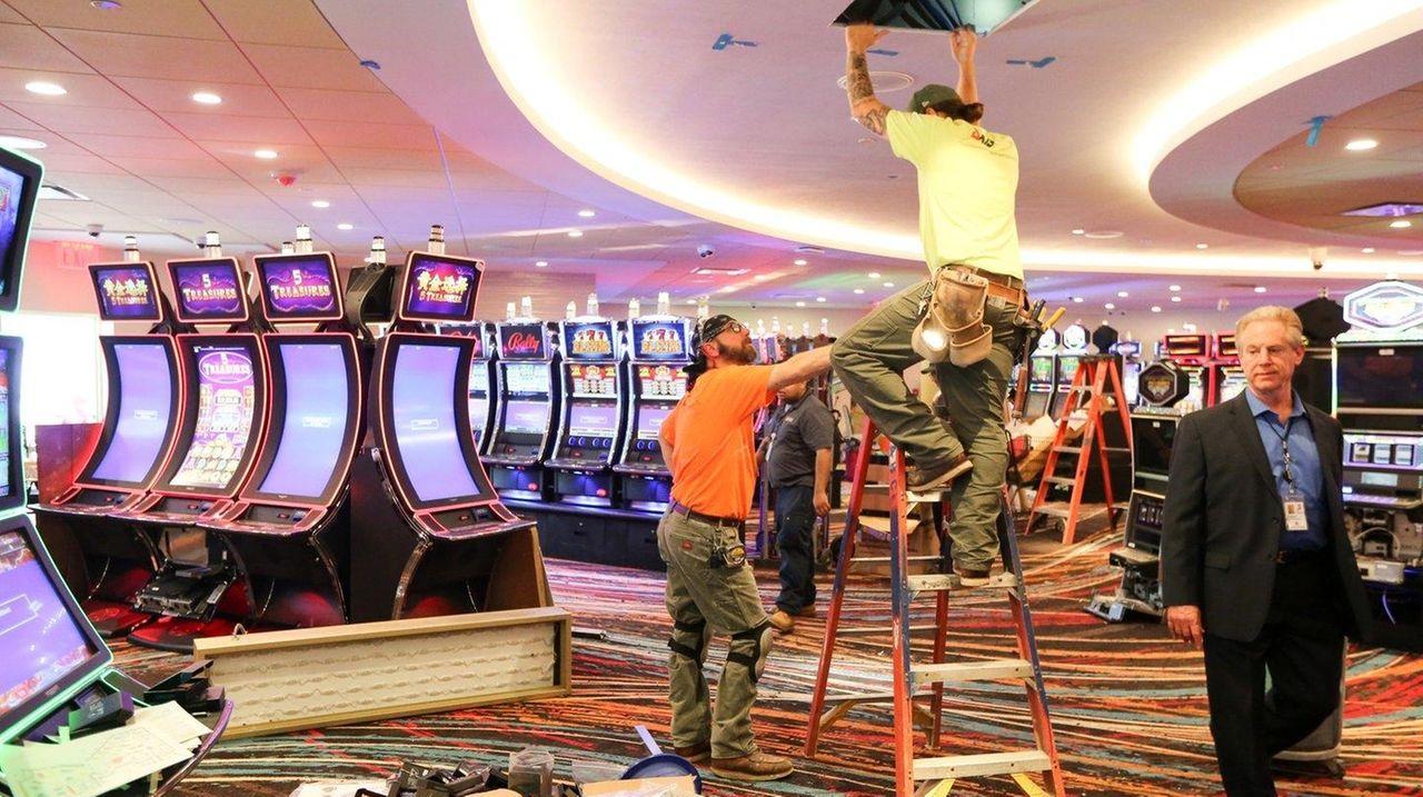 Islandia S Jake S 58 Casino Will Add More Machines As Cash