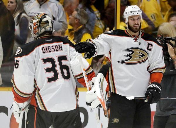 Anaheim Ducks center Ryan Getzlaf (15) congratulates goalie