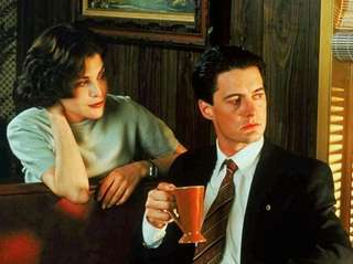 Sherilyn Fenn and Kyle MacLachlan starred in the