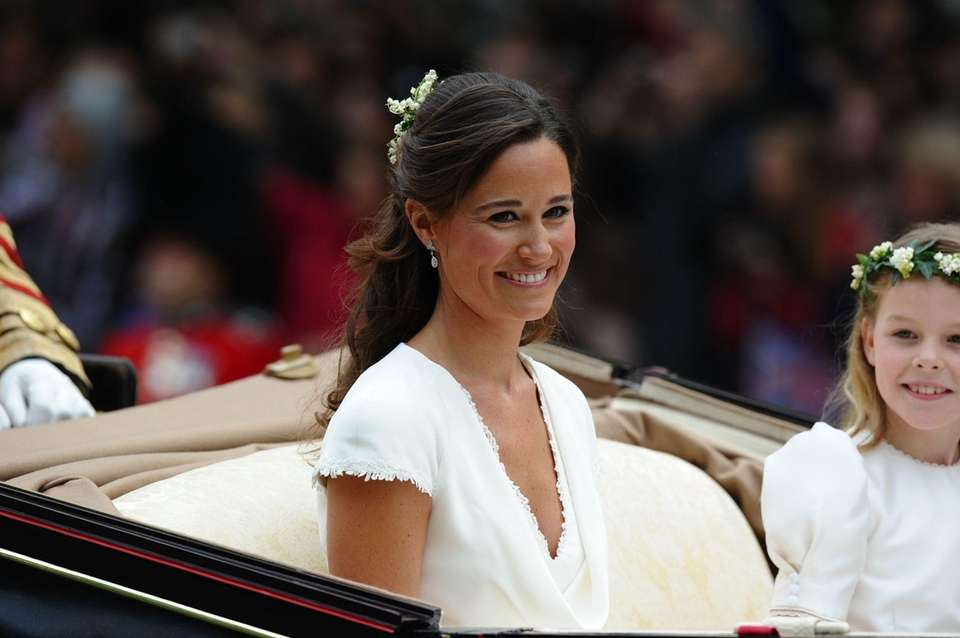 Pippa Middleton smiles as she travels in a