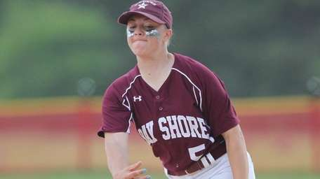 Bay Shore's Emily Fogarty (5) throws a pitch