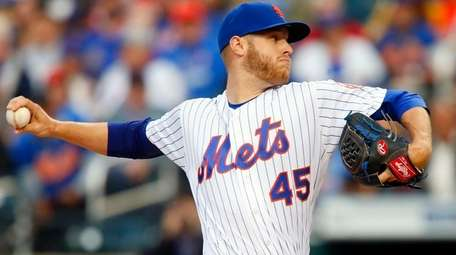 Zack Wheelerof the New York Mets pitches in