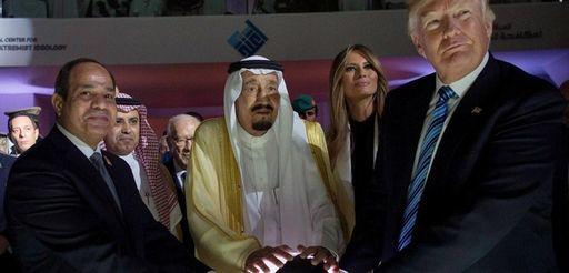 Egyptian President Abdel-Fattah el-Sisi, left, King Salman bin