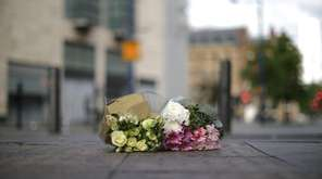 The first floral tributes to the victims of