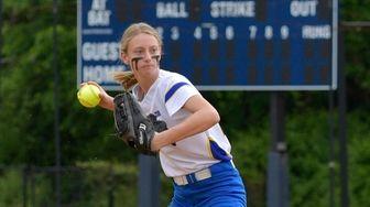 Kellenberg's Madison Keller (23) makes the throw to