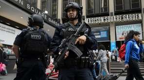 A NYPDs Counterterrorism Bureau heavy weapons team is