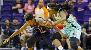 Phoenix Mercury guard Danielle Robinson (11) and New