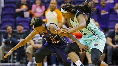 Phoenix Mercury guard Danielle Robinson (11) and New