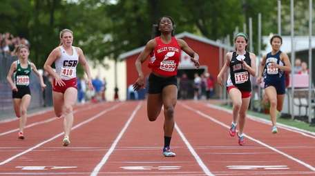 Chibugo Obichere of Valley Stream South competes in