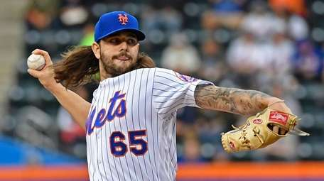 Robert Gsellman pitches against the Padres at Citi