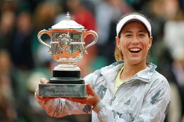 Muguruza wins battle of the former French Open champions