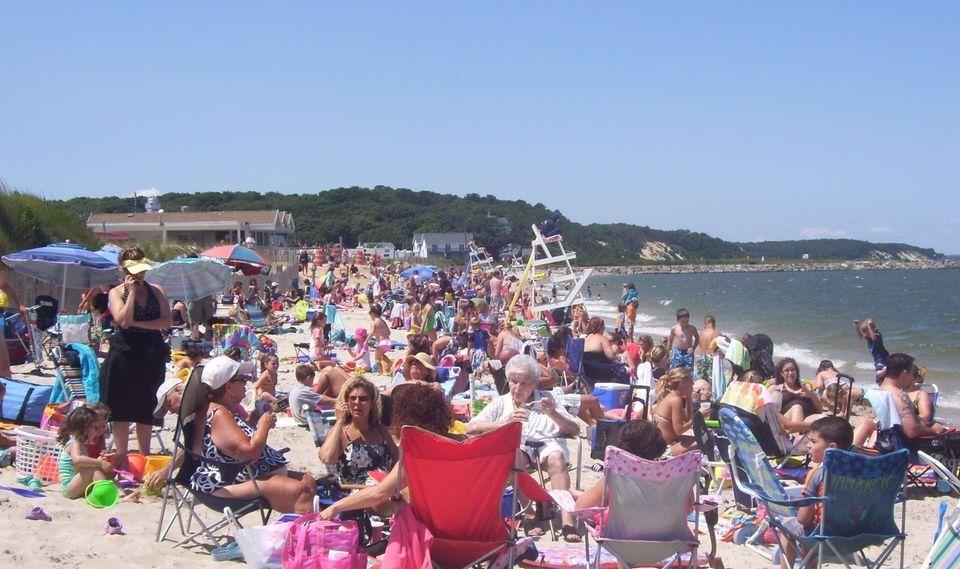 MESCHUTT BEACH COUNTY PARK, 1 Canal Rd., Hampton