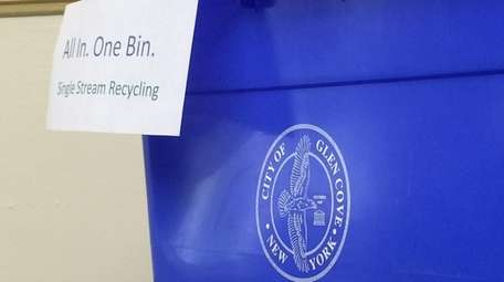 A single stream recycling bin.