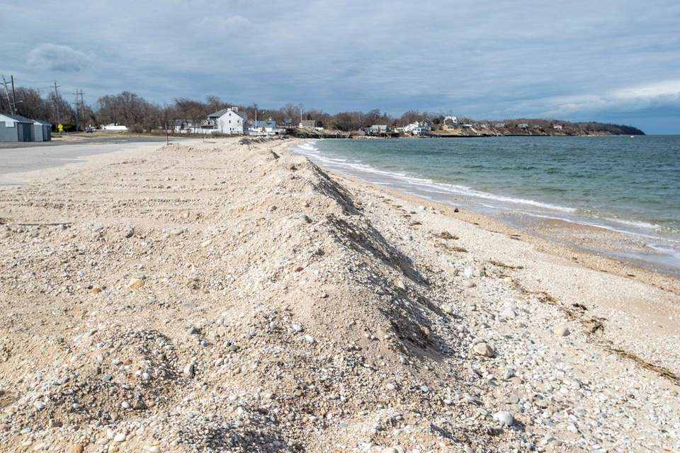 SOUTHOLD TOWN BEACH, Route 48, Southold. Beach 960