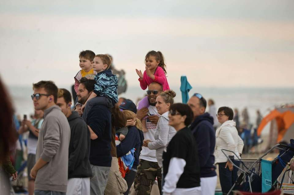 Crowds react as the U.S. Air Force Thunderbirds