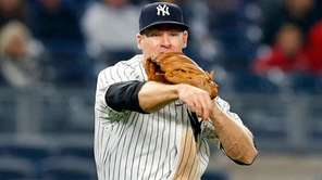 Chase Headley of the New York Yankees throws for